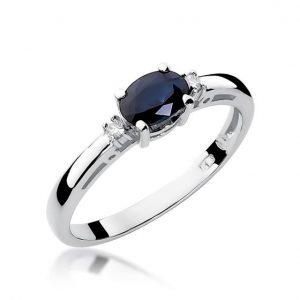 Delikatny pierścionek z białego złota z szafirem i brylantami