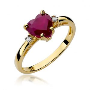 Pierścionek zaręczynowy serduszko z żółtego złota z diamentami i rubinem