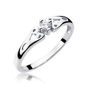 Delikatny pierścionek z białego złota z diamentem