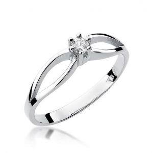 Pierścionek zaręczynowy z białego złota z diamentami
