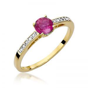 Pierścionek z żółtego złota z rubinem i diamentami