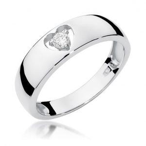 Pierścionek z białego złota z diamentami serce