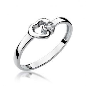 Pierścionek serce z białego złota z diamentami