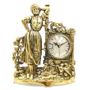 Zegar z mosiądzu z kobietą